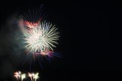 Πυροτέχνημα στο νυχτερινό ουρανό Στοκ Φωτογραφίες
