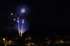 Πυροτέχνημα στο νυχτερινό ουρανό Στοκ Εικόνες