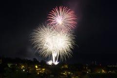 Πυροτέχνημα στο νυχτερινό ουρανό Στοκ Εικόνα