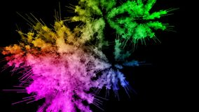 Πυροτεχνήματα από τα χρώματα που απομονώνονται στο μαύρο υπόβαθρο με τα συμπαθητικά ίχνη έκρηξη της χρωματισμένου σκόνης ή του με ελεύθερη απεικόνιση δικαιώματος