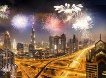 πυροτεχνήματα γύρω από Burj Khalifa - εξωτικός νέος προορισμός έτους, Ντουμπάι, Ε.Α.Ε. στοκ φωτογραφίες με δικαίωμα ελεύθερης χρήσης