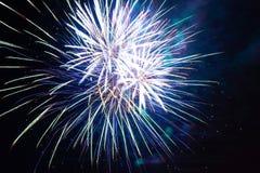 Πυροτεχνήματα διακοπών τη νύχτα Στοκ εικόνες με δικαίωμα ελεύθερης χρήσης