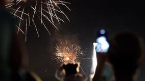 Πυροτεχνήματα κατά τη διάρκεια εθνικού Holday τη νύχτα φιλμ μικρού μήκους