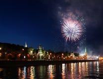 Πυροτεχνήματα πέρα από τη Μόσχα Κρεμλίνο. Ρωσία Στοκ Εικόνες