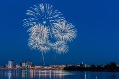 Πυροτεχνήματα πέρα από τον ποταμό Angara Στοκ φωτογραφία με δικαίωμα ελεύθερης χρήσης