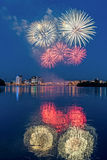 Πυροτεχνήματα πέρα από τον ποταμό Angara Στοκ φωτογραφίες με δικαίωμα ελεύθερης χρήσης