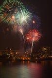 πυροτεχνήματα πέρα από το ύδ& Στοκ Εικόνες