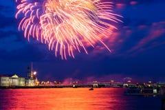 Πυροτεχνήματα πέρα από Neva Στοκ Εικόνα