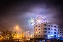 Πυροτεχνήματα που βάζουν φωτιά στη νέα παραμονή έτους ` s Στοκ φωτογραφίες με δικαίωμα ελεύθερης χρήσης