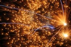 Πυροτεχνήματα που εκρήγνυνται: ανατίναξη, καταστροφή, shards ενός firwork Tewin, hertfordhire Τύπος Fawkes στοκ φωτογραφίες με δικαίωμα ελεύθερης χρήσης