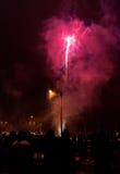 Πυροτεχνήματα προσοχής ομάδας ανθρώπων Στοκ Εικόνες