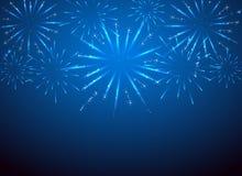 Πυροτεχνήματα σπινθηρίσματος στο μπλε υπόβαθρο Στοκ Φωτογραφία