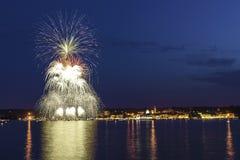 Πυροτεχνήματα στη λίμνη Maggiore, Arona Στοκ εικόνα με δικαίωμα ελεύθερης χρήσης