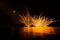 Πυροτεχνήματα στη θάλασσα Στοκ εικόνες με δικαίωμα ελεύθερης χρήσης