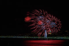 Πυροτεχνήματα στις 14 Ιουλίου εορτασμών ημέρας στη Νίκαια Στοκ εικόνα με δικαίωμα ελεύθερης χρήσης