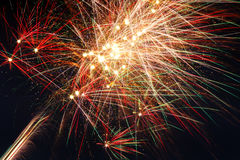 Πυροτεχνήματα στον ουρανό της νύχτας Στοκ Εικόνες