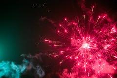 Πυροτεχνήματα στον ουρανό Στοκ εικόνα με δικαίωμα ελεύθερης χρήσης