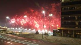 Πυροτεχνήματα στο κύκλωμα μαρινών Yas κόκκινο και το λευκό που χρωματίζεται Στοκ φωτογραφία με δικαίωμα ελεύθερης χρήσης