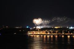 Πυροτεχνήματα στο Dnieper Στοκ φωτογραφία με δικαίωμα ελεύθερης χρήσης