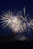 Πυροτεχνήματα τη νύχτα με το κάστρο Στοκ φωτογραφίες με δικαίωμα ελεύθερης χρήσης