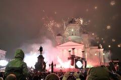 Πυροτεχνήματα του εορταστικού νέου έτους στο κύριο τετράγωνο του Ελσίνκι την 1η Ιανουαρίου 2013 στοκ φωτογραφία