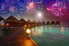 Πυροτεχνήματα του εορταστικού νέου έτους στοκ εικόνα με δικαίωμα ελεύθερης χρήσης