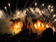 Πυροτεχνήματα του Παρισιού θερέτρου Disneyland Στοκ Φωτογραφίες