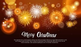 Πυροτεχνήματα Χριστουγέννων που εκρήγνυνται και που λαμπιρίζουν ενάντια στο έμβλημα καλής χρονιάς υποβάθρου νύχτας διανυσματική απεικόνιση