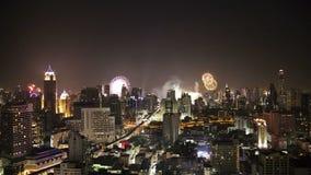 Πυροτεχνήματα Timelapse HDR Παραμονής Πρωτοχρονιάς της Μπανγκόκ που θολώνεται απόθεμα βίντεο