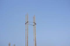 Πυλώνες χαλύβων που διαμορφώνουν τη βάση ενός νέου προγράμματος κτηρίου, buildin Στοκ φωτογραφίες με δικαίωμα ελεύθερης χρήσης