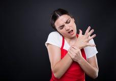 Πωλητής υπεραγορών που πάσχει από τον πόνο καρπών Στοκ Φωτογραφίες