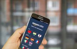 Πωλητής app του Αμαζονίου στη Samsung S7 Στοκ φωτογραφία με δικαίωμα ελεύθερης χρήσης