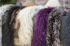 Πωλώντας μαντίλι γουνών γυναικών ` s φυσικό στοκ φωτογραφία με δικαίωμα ελεύθερης χρήσης