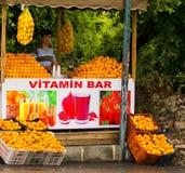 Πωλώντας πορτοκάλια στάβλων αγοράς στη δευτερεύουσα Τουρκία στοκ εικόνες