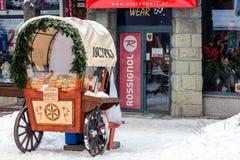 Πωλώντας τυρί Στοκ Εικόνες