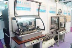 Πωλήσεις έκθεσης μηχανημάτων επεξεργασίας κοσμήματος και νεφριτών Στοκ Φωτογραφία