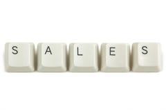 Πωλήσεις από τα διεσπαρμένα κλειδιά πληκτρολογίων στο λευκό Στοκ Εικόνες