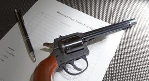 Πωλήσεις πυροβόλων όπλων Διαδικτύου στοκ εικόνες με δικαίωμα ελεύθερης χρήσης