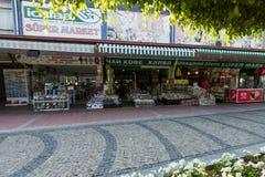 Πωλήσεις των αναμνηστικών στο χωριό στην από την Ανατολία ακτή Στοκ Φωτογραφίες