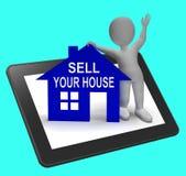 Πωλήστε την εγχώρια ταμπλέτα σπιτιών σας παρουσιάζει τοποθέτηση της ιδιοκτησίας στην αγορά ελεύθερη απεικόνιση δικαιώματος