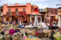 Πωλητές αναμνηστικών παζαριών τουρισμού του Μαρακές Μαρόκο Στοκ Εικόνες
