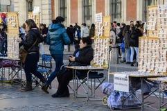 Πωλητές εισιτηρίων της ισπανικής λαχειοφόρου αγοράς Χριστουγέννων στο κολλοειδές διάλυμα Στοκ Φωτογραφίες