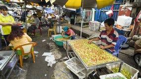 Πωλητής φρούτων στην πόλη Ho CH Minh, Βιετνάμ Στοκ εικόνα με δικαίωμα ελεύθερης χρήσης
