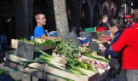 Πωλώντας λαχανικά εμπόρων αγοράς στο γλέντι Γαλλία Στοκ Εικόνα