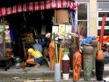 Πωλώντας εγχώρια ντεκόρ καταστημάτων στη dapitan πόλη της Μανίλα arcade, Φιλιππίνες στην Ασία Στοκ Φωτογραφίες