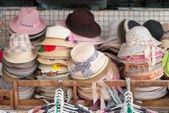 Πωλώντας καπέλα αγοράς οδών Στοκ Εικόνες