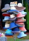 Πωλώντας καπέλα που γίνονται από το έγγραφο Στοκ Εικόνα