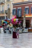 Πωλώντας μπαλόνια γυναικών σε Nafplio στοκ εικόνα με δικαίωμα ελεύθερης χρήσης