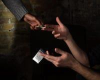 Πωλώντας ναρκωτικά και φάρμακα Στοκ Φωτογραφίες