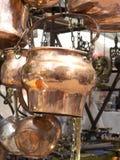 Πωλώντας παλαιά εργαλεία κουζινών χαλκού Στοκ φωτογραφία με δικαίωμα ελεύθερης χρήσης